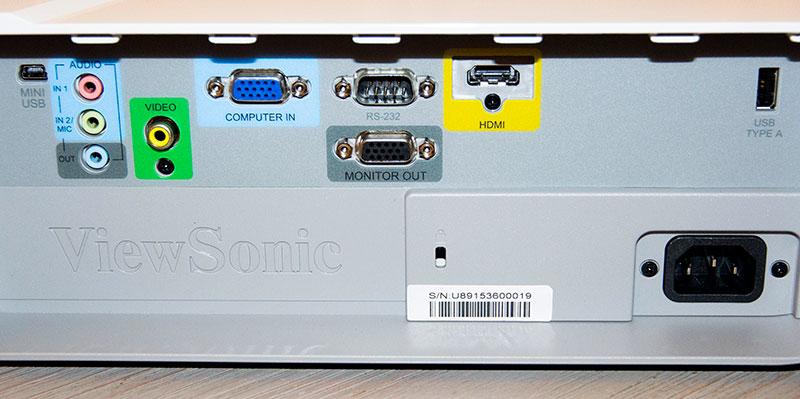 Viewsonic PJD7830 : la connectique