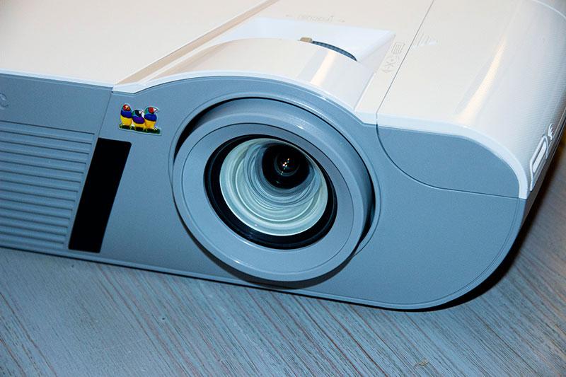 Viewsonic PJD7830 : la lentille de projection